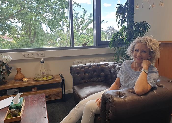 Manuela Franke in ihrer alternativen psychologischen Praxis Dresden